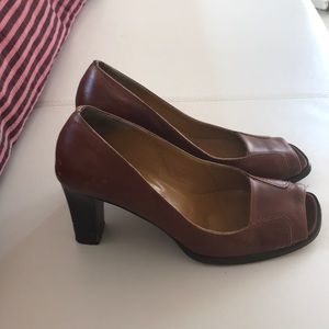 Brown BR peep-toe pumps